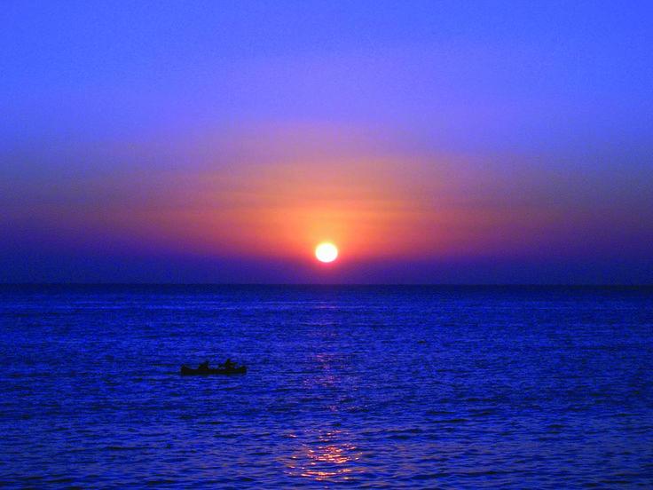 Amanecer en el mar. Alba nel mare.