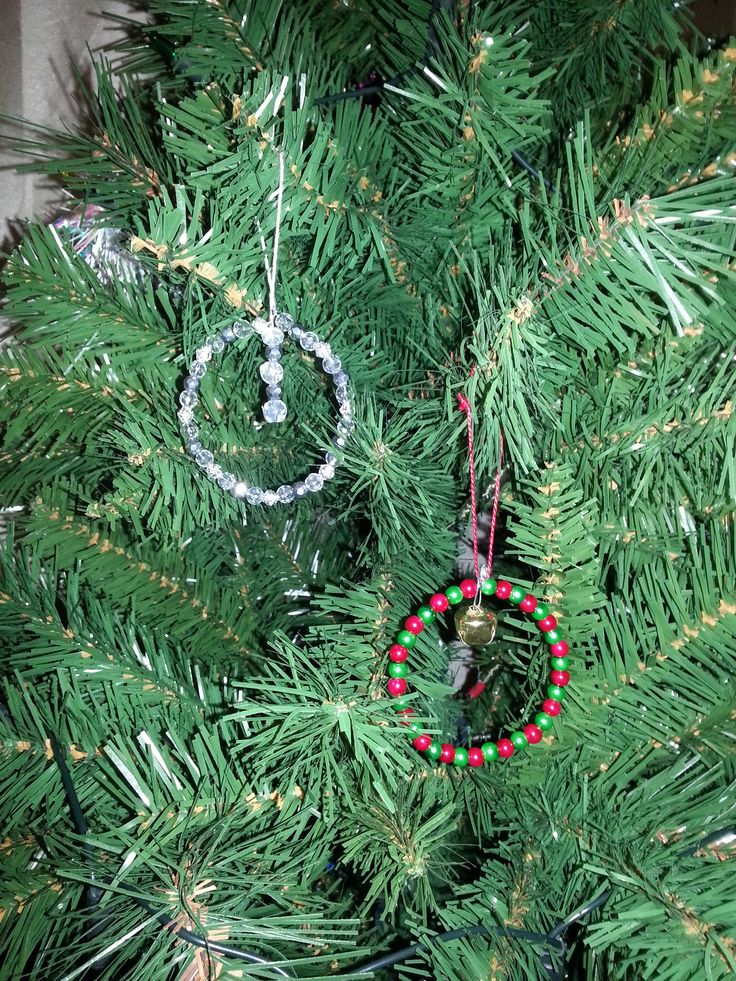 Simple Christmas tree decorations made from wire and beads