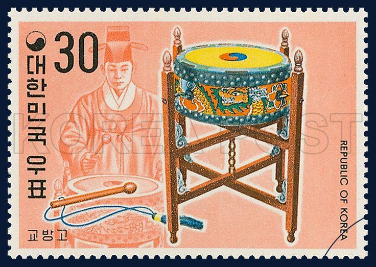 Postage Stamps of Korean Musical Instrument Series, kyubangko, traditional culture, oragne, yellow, 1976 06 20, 국악악기 시리즈(제3집), 1974년 06월 20일, 899, 교방고, postage 우표