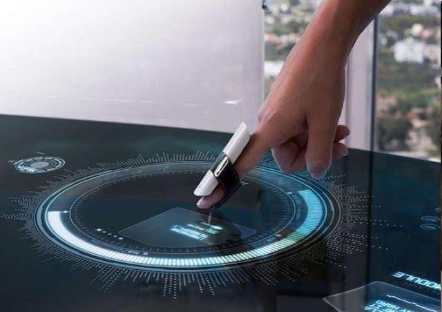 Convertir cualquier superficie en una  pantalla táctil es fácil con MUV Interactive 'BIRD' Finger Wearable