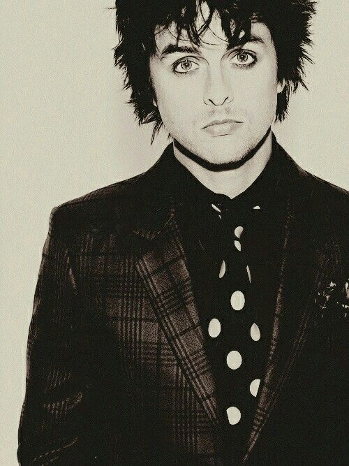 Billie is so sexey dksajbhshs