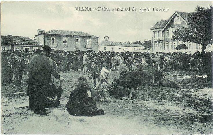 Miudos a jogar ao pau numa feira.TRAJAR DO POVO EM PORTUGAL