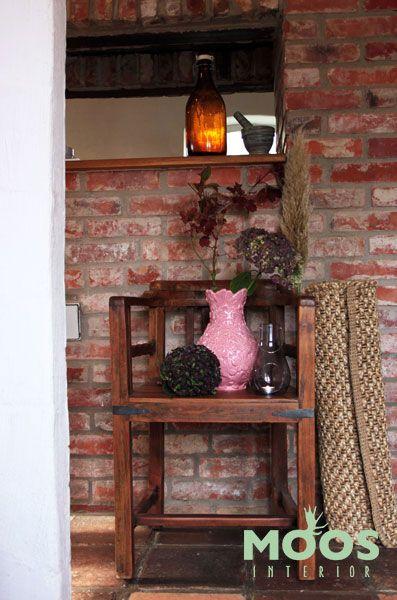 Produkter från www.moosinterior.se! Vas från Rice, matta från Hübsch, stol från House Doctor.