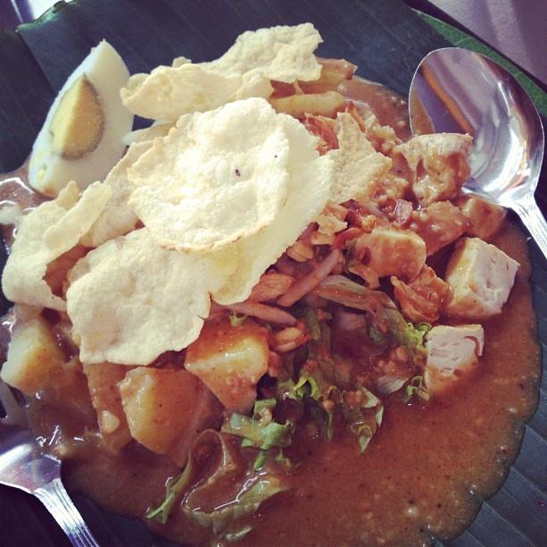 Tahu goreng mie rebus waringin buka cabang di the kop futsal sutomo ujung. Lezat kuah kacang ini. #kuliner #kulinermedan #medan #food #indonesia #acmi #akucintamasakaindonesia