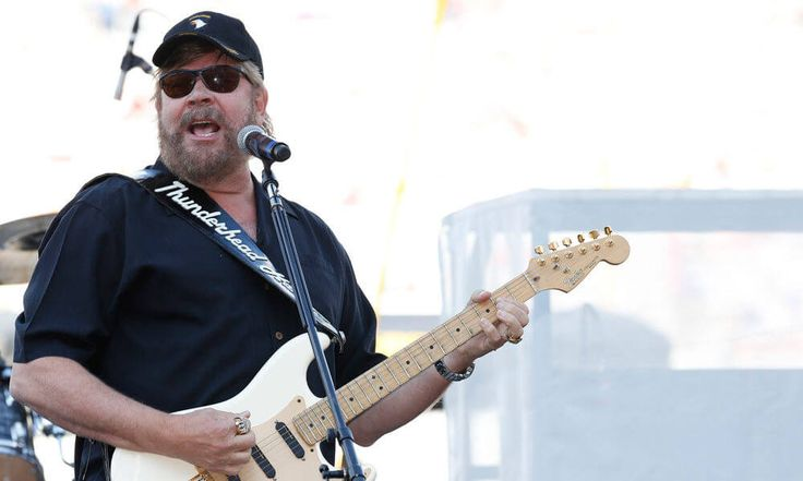 Hank Williams Jr to return to Monday Night Football = Are you ready for some football? Considering the NFL season doesn't start again for several months, you're going to have to wait a bit. However, ESPN is bringing.....