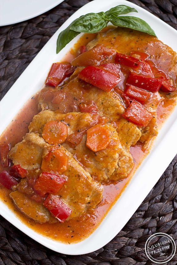 Bitki wieprzowe z papryką, marchewką i pomidorami http://ulubioneprzepisy.com/2015/05/29/bitki-wieprzowe-z-papryka-i-pomidorami/