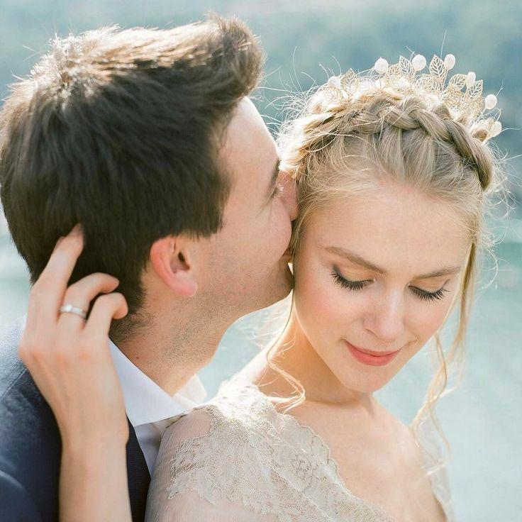 А много ли вы знаете об обряде венчания?  Венчание в церкви является священным обрядом который дает мужу и жене церковное благословение на счастливую семейную жизнь рождение детей. Важные условия для проведения венчания Венчаться разрешено в день свадьбы либо через время: неделю месяц годы. Главное чтобы были соблюдены все предусмотренные церковью условия. Важным условием для проведения обряда является наличие свидетельства о браке. Кроме того супруги должны быть крещенными православными…