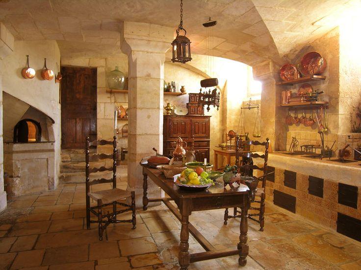 Les Cuisines    Sous le plafond voûté en pierre, la cuisine est organisée pour tout ce qui concerne la cuisson des aliments : grande cheminée pour le tourne-broche rôtissoire, le four de ménage assurant la cuisson à l'étouffée, le potager avec ses cinq foyers pour cuire les plats en sauce et les potages, le four  à pâtisserie avec une porte spéciale pour faire lever la pâte.  http://www.vendeuvre.com/fr/cuisines.html