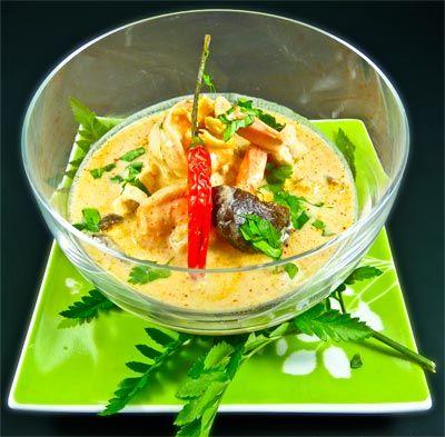 **very tested*** -- Tom Kha Kai -- Ingrédients : 2 bâtons de citronnelle 1 tronçon de galanga de 5 cm 50 cl d'eau 1 cube de bouillon de poisson 1 blanc de poulet*repl. w tofu* 1 piment oiseau 2 feuilles de combava (ou 2 feuilles de citronnier) 200 ml de lait de coco 1 citron vert 6 champignons shiitake 12 crevettes 1 cuillère à soupe de Nuoc mam (sauce de poisson) 2 branches de coriandre frais