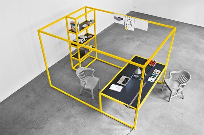 Study http://www.design-miss.com/study/ Il #designerJörg Schellmann di Monaco di Baviera ha realizzatoStudy, una postazione da ufficio completa di scrivania e libreria, dalla linea minimalista e colorata.   Viastilsucht.de