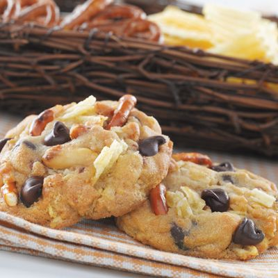 pretzel-peanut-chocolate chip cookies--the ultimate snack. and i have been eating weigh too much of these this weekend.