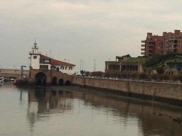 Faro Larriluce ( Las Arenas)  Vizcaya ( Pais Vasco )