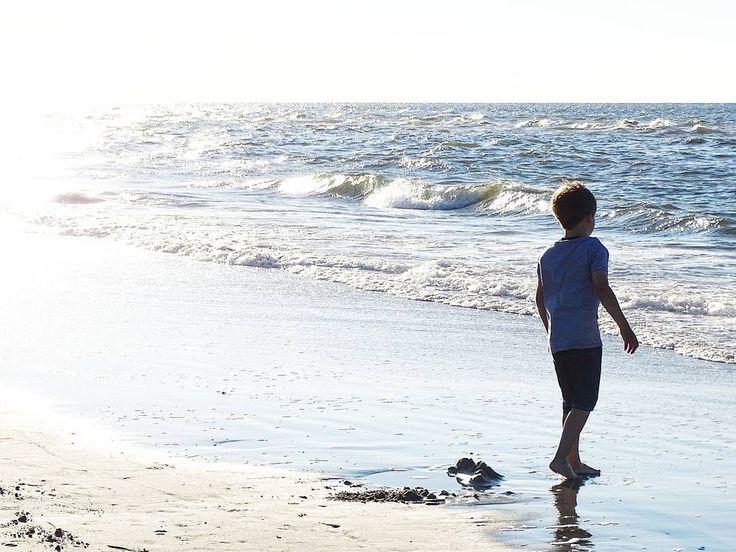 Der kleine Mann und das Meer...  . Watching my little ones being so happy with the nature here makes me more than happy. . #meingroßermini #happylife #holdthemoments #makingmemories #memorymaking #makethemostofnow #kidslife #lifewithkids #family #familylife #momlife #happyplace #thehappynow #juliamammiladeaufjuist #juist #juisthappy #juist2016 #juistcantgetenough #beach #beachlife #strand #lifeisbetteratthebeach #dayatthebeach #nordsee #northsea #sea #meer #urlaub #travel #vacation