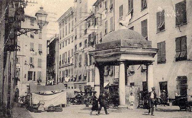 GENOVA - Piazza Sarzano - FOTO STORICHE CARTOLINE ANTICHE E RICORDI DELLA LIGURIA