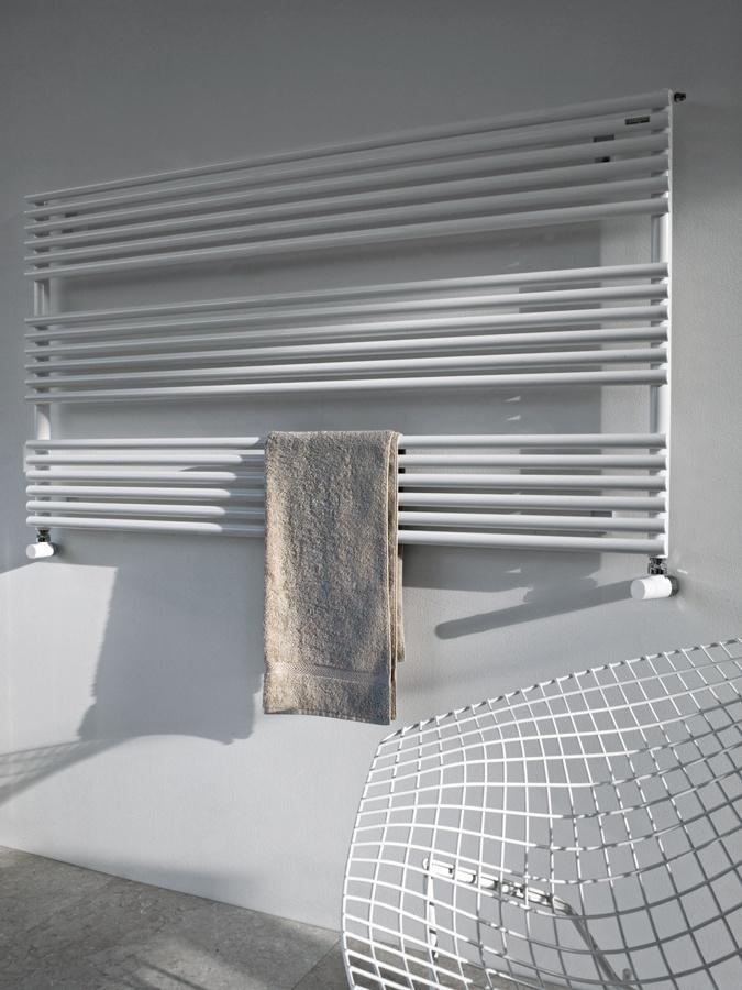 the 25 best ideas about seche serviette eau chaude on. Black Bedroom Furniture Sets. Home Design Ideas
