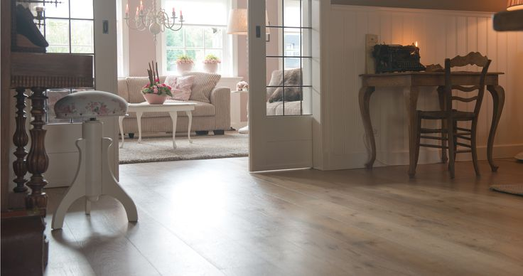 Prachtige vloer en landelijk interieur. Waargemaakt door Bebo Parket. www.beboparket.nl