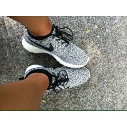 Nike women's roshe run in speckled black