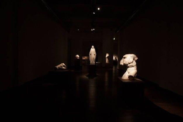 Fabio Viale - In mostra  circa 15 opere tra cui P Zero, La Suprema, Torno Subito, Madonna,  Souvenir Gioconda, Souvenir David, Pugno, Infinito e Kouros - Contemporary sacred art | CoSA