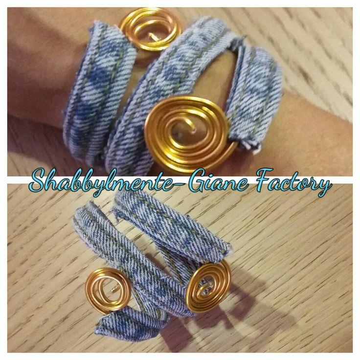 Bracialetto in jeans e wire tinta oro. #jeansbracelet##goldwire##shabbylmentegianefactory#