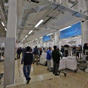 Offerte lavoro Genova  Aperta la struttura ma non si placano le polemiche  #Liguria #Genova #operatori #animatori #rappresentanti #tecnico #informatico Genova mercato del pesce a Ca' de Pitta partenza col freno a mano