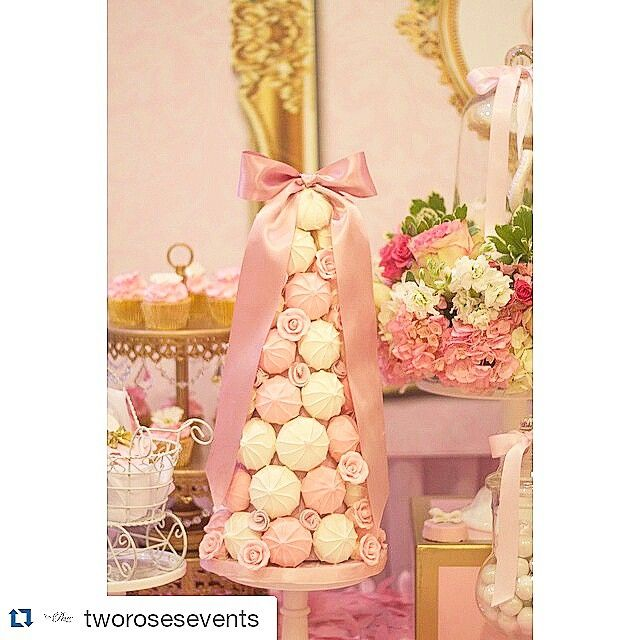 Amazing display of my Meringue Tower by @tworosesevents ・・・ Ballerina Baby Shower --- Meringue Tower done by @hanolicakes photography by @_ju.c_ #chadebebe #tworoseseventsdesigns #tworoseseventsdesigns #girls #events #eventdesign #elegance #eventstyling #eventos #pink #parties #babyshowers #babyshower#eventplanner #desserttable #sweetstable #sweets #desserts #flowers #design#meringue#tower #meringuetower