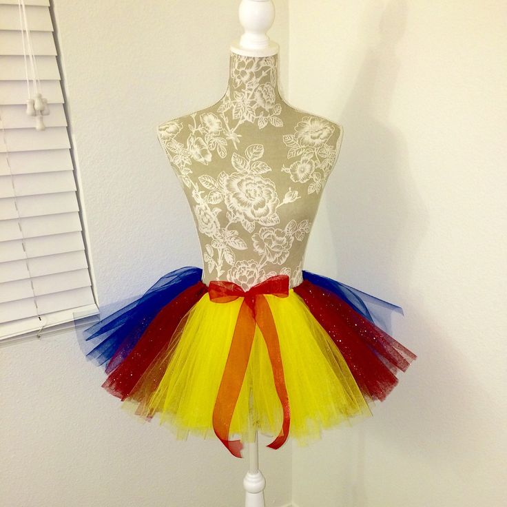 Snow White inspired tutu! Great for themed parties, Halloween or just for dressed up! Available in any size! Please email me measurements.