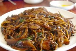 Vietnamese Crispy Noodles With Chicken And Shrimp Stir-Fried Recipe (Mi Xao Don Thap Cam)