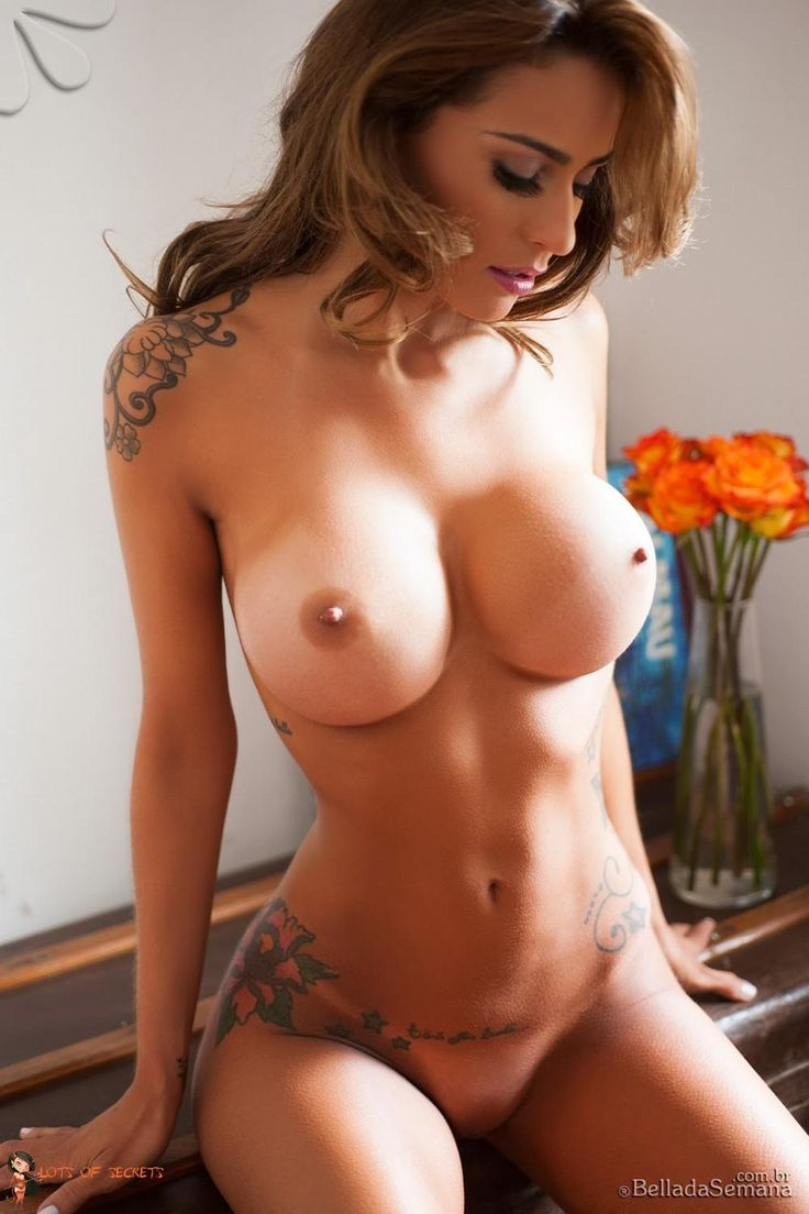 ATTRACTIVE NUDE FEMALES