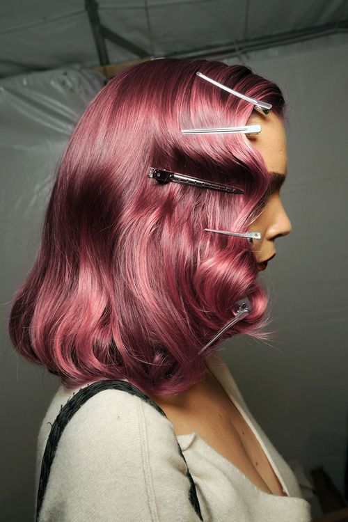 retro S wave with this bombass hair color!