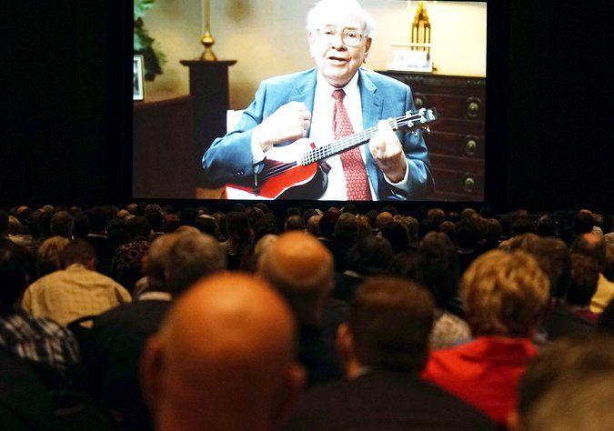 Berkshire's Warren Buffett Shows His Teddy Bear Image Has Tough Side - NYTimes.com