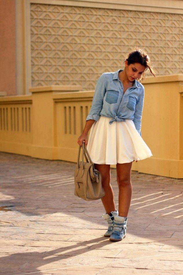 Znalezione obrazy dla zapytania ołówkowa spódnica z butami sportowymi