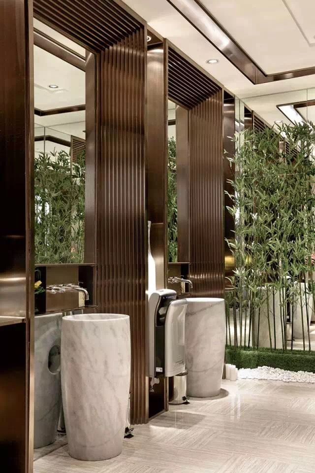 Are You And Your Bathroom The Right Candidates For A Sleek Minimalist Setting Contemporary Design Salle De Bain Minimaliste Salle De Bain Design Design Entree
