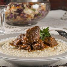 Διάσημο φαγητό της πολίτικης κουζίνας, το οποίο συναντάμε σε πάρα πολλές παραλλαγές. Μπορείτε σίγουρα να το κάνετε και με αρνί, ή με κιμά
