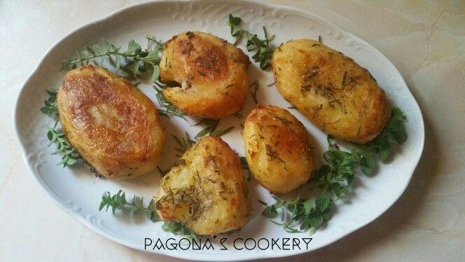 Πατάτες ψητές στον φούρνο.  Για να μη τηγανίσετε πότε ξανά!! http://pagonascookery.blogspot.gr/2016/01/blog-post_9.html
