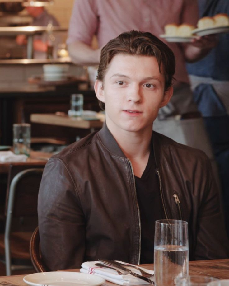 tom holland girlfriend 2019 - 736×919