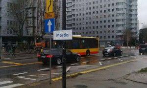 """""""Mordor"""" na Domaniewskiej! Przy ulicy pojawiła się tabliczka"""