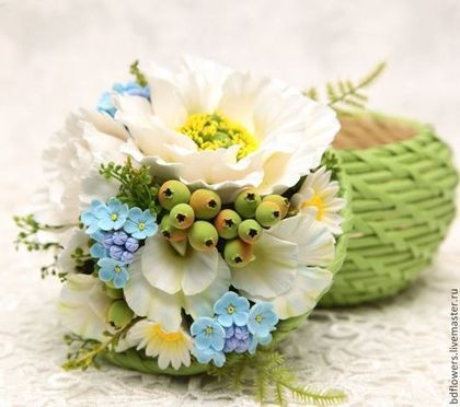 "flores hechas a mano.  Masters Fair - hecho a mano.  Comprar Caja con flores de arcilla de polímero ""prado floreciente.""  Hecho a mano.  azul"