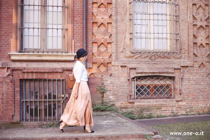 5_ways_to_style_your_maxi_skirt_oneo_2#fashion #style #ootd #outfit #maxiskirt #skirt #fashionista #shopping #summer #summeroutfit #classic #sporty