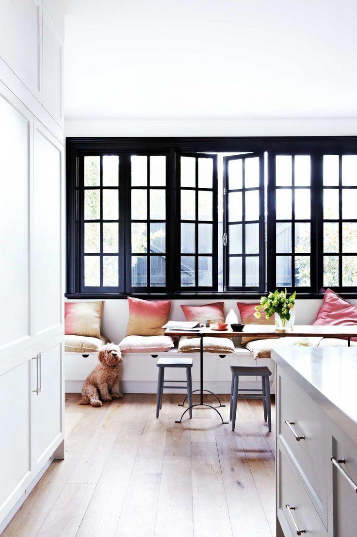 Black-frame windows & doors: getting them right. Photography by Armelle Habib. Styling by Heather Nette King.