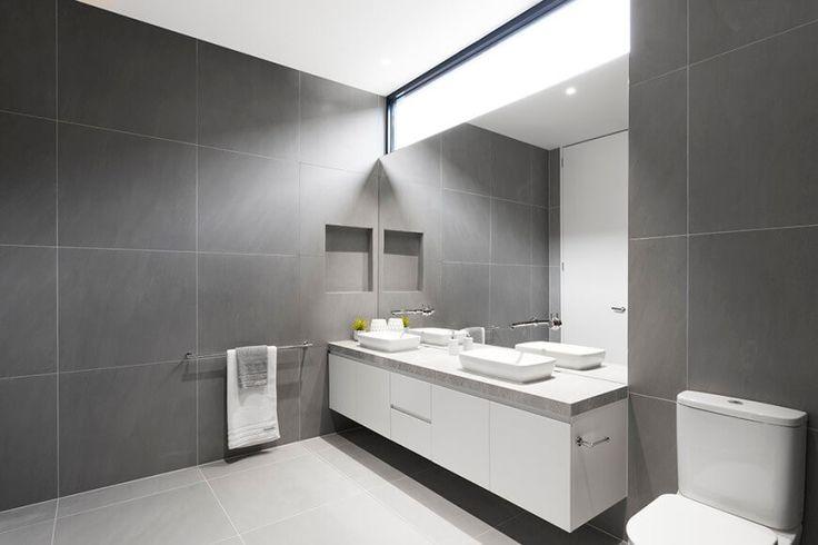 Badezimmer ist Boden bis zur Decke in Grossformat graue Fliesen ...
