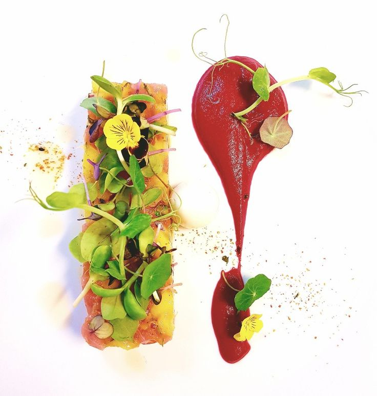 Tuna tartare with beetroot piure