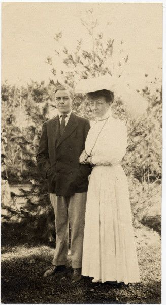 """Mary """"Mamie"""" Lincoln Isham; first daughter of Robert Todd Lincoln, and her son Lincoln Isham"""