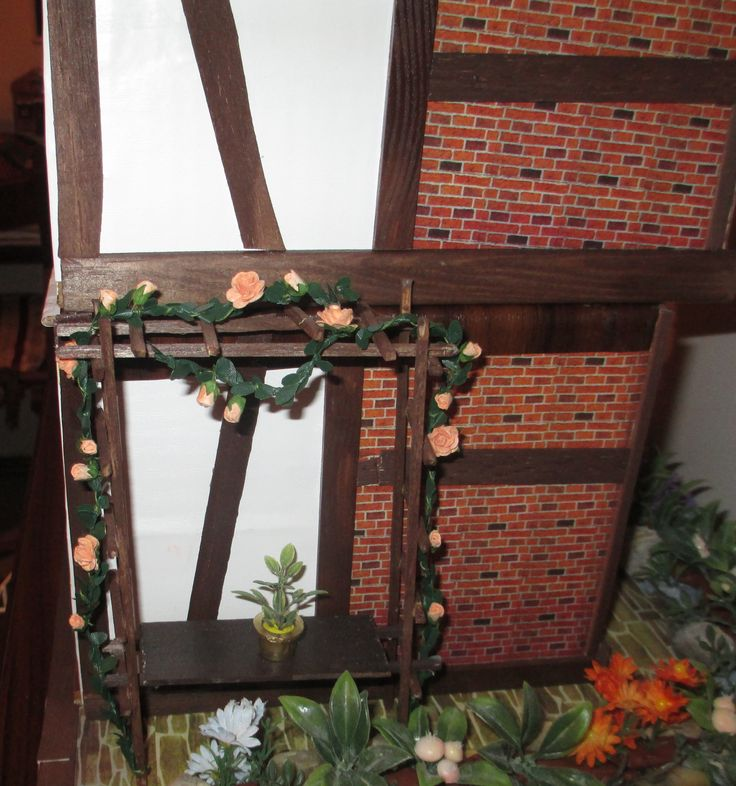 """Midsomer cottage - those pretty climbing roses I ve bought on """"www.in-miniature-com"""""""