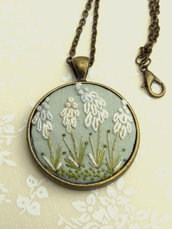 Antique style flower necklace in hand embroidery, white and green with french knots.