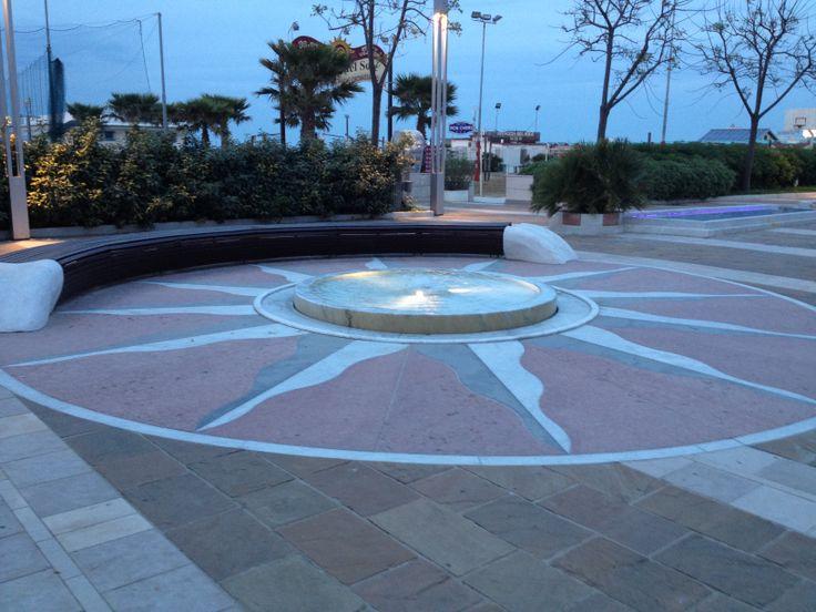 Promenade Riccione fontana luminosa e sonara al tramonto