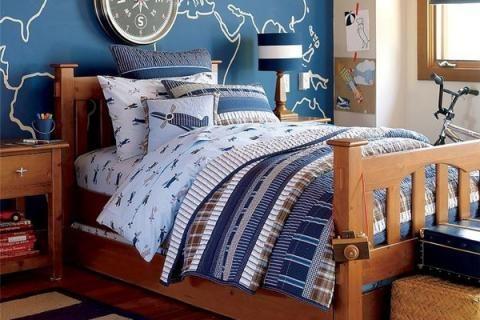 Комната для подростка с картой на стене