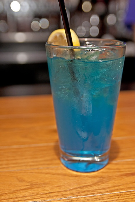 1 oz vodka 1 oz gin 1 oz white rum 1 oz blue curacao for Mixed drinks with white rum
