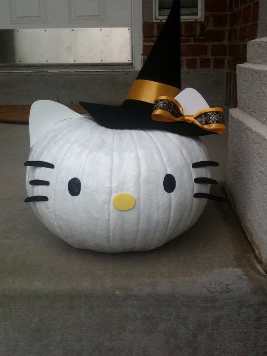 New craft idea for this year's Halloween pumpkin - Hello Kitty Pumpkin!