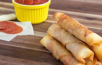 If there's one snack I love under any circumstances, it's a crispy, steaming-hot slice of pizza! Growing up, my friends and I used to devour pies at our local parlor. Of course, now that my teenaged metabolism is a thing of the past, I try not to indulge in pizzatoo often. And when I do...