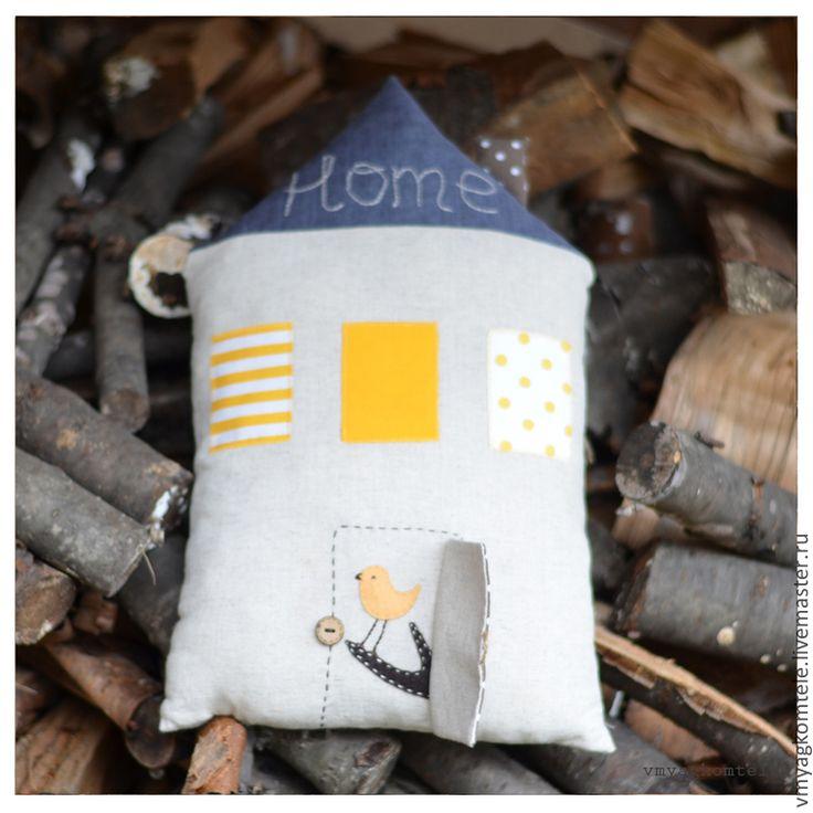 """Купить Подушка-домик """"Bird's home"""" - бежевый, желтый цвет, синий, горошек, домик, дом"""